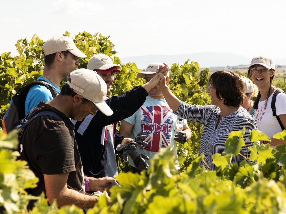 Participación de los usuario de Atades en la vendimia del Vino de la Amistad