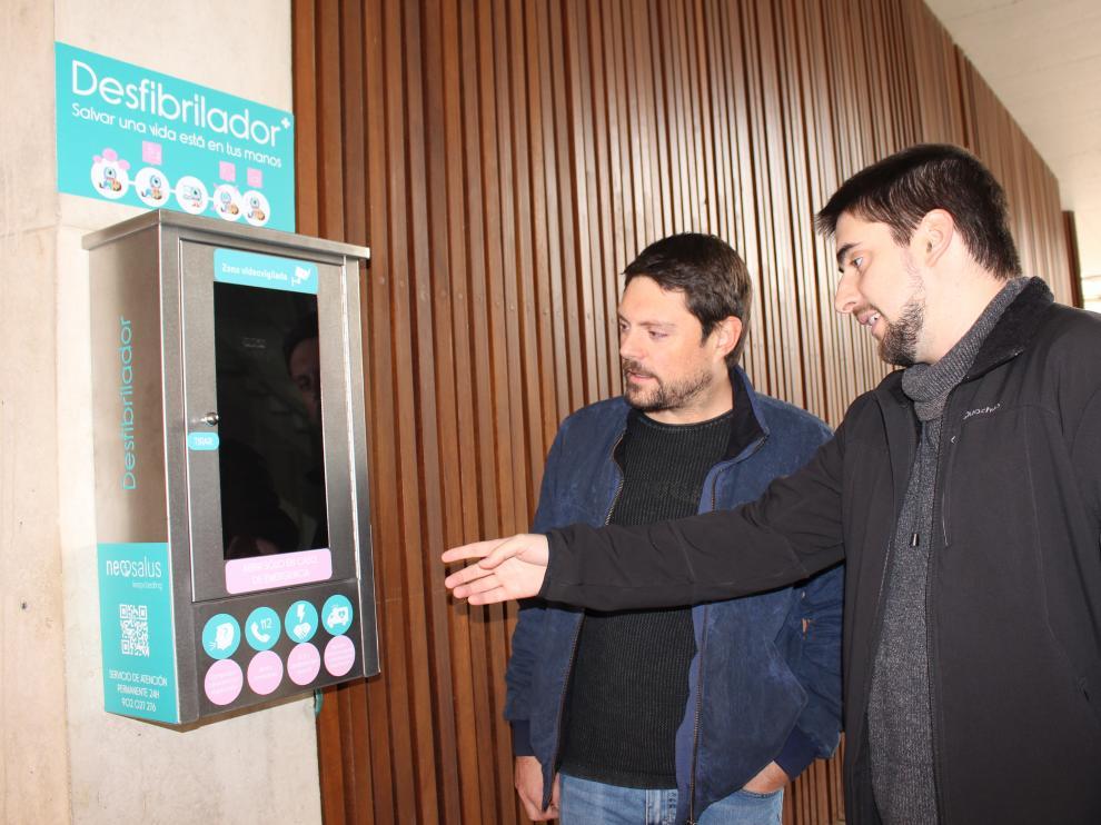 Los desfibriladores se han instalado en lugares públicos.