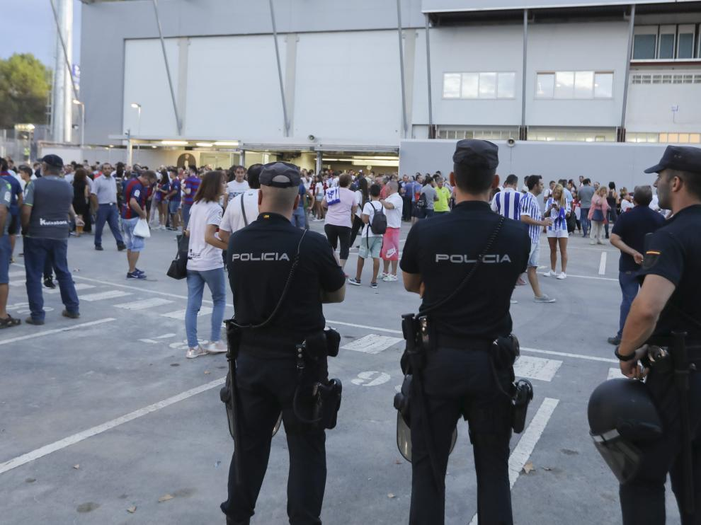 La seguridad en los alrededores de El Alcoraz se ha reforzado en los días de partido.