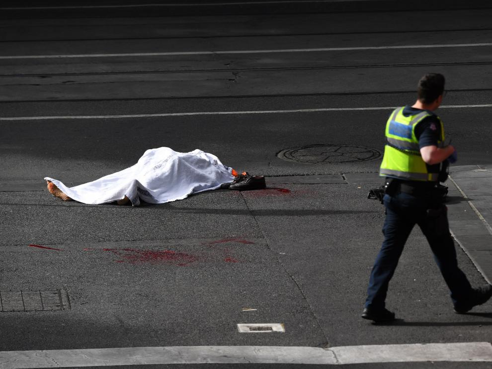 """La Policía investiga como """"ataque terrorista"""" el suceso de Melbourne y confirma la muerte del agresor"""