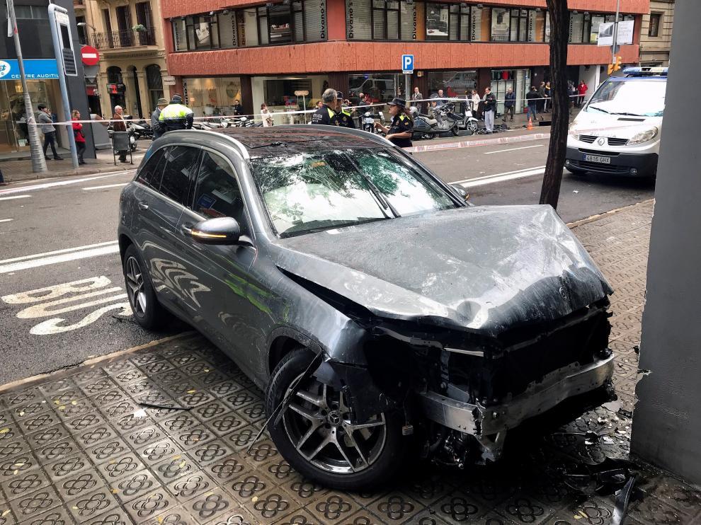 Una imagen del vehículo que ha producido el atropello en la Travessera de Gracia, en Barcelona.