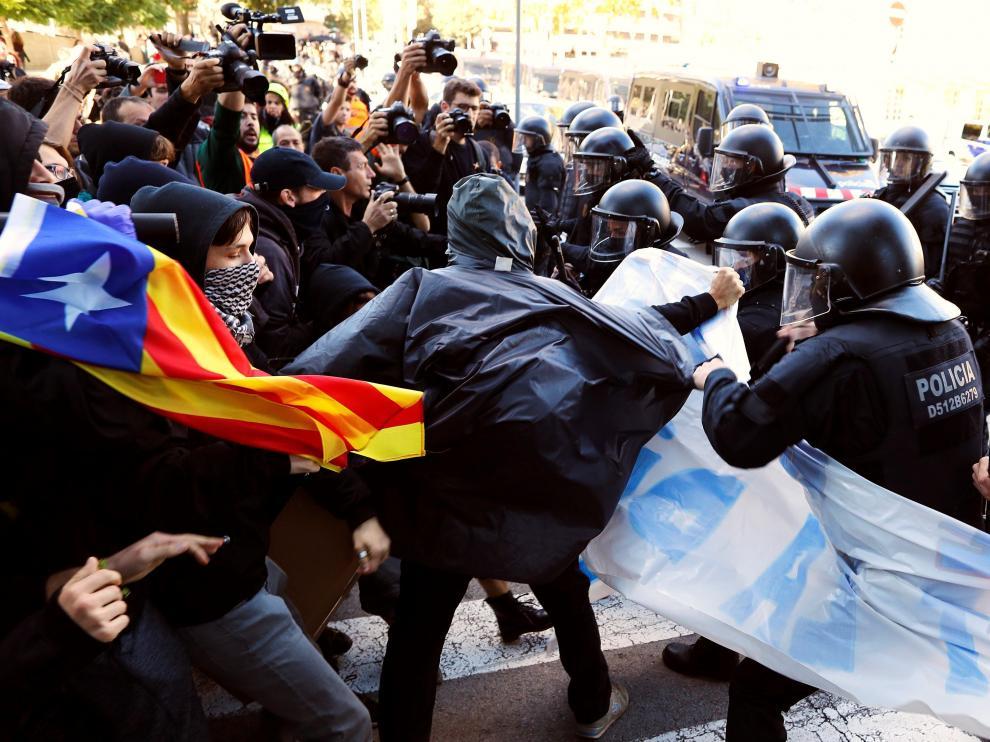 Manifestaciones en Barcelona de las Fuerzas de Seguridad y los CDR.