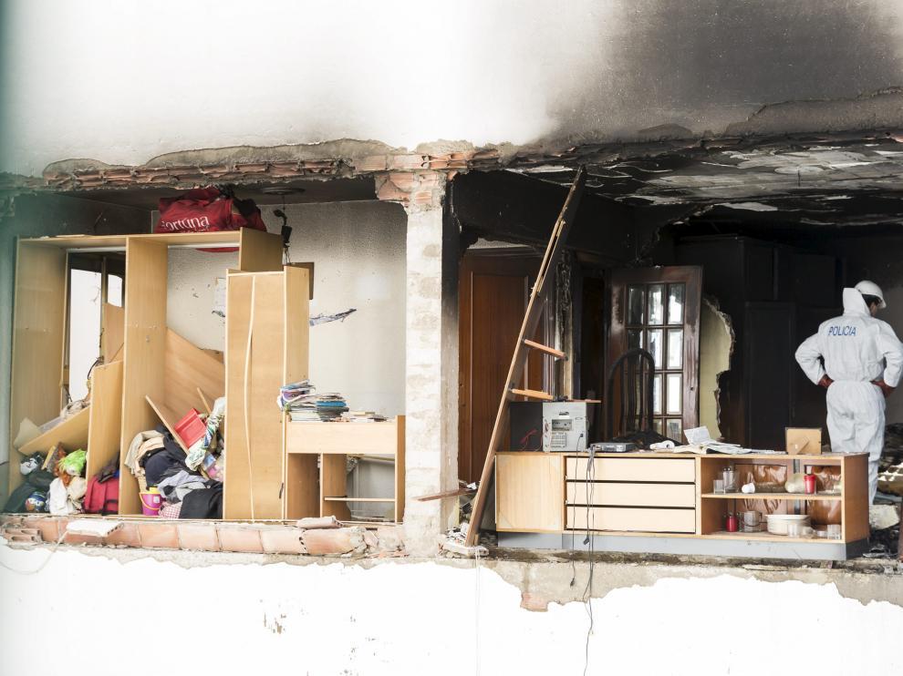 La onda expansiva derribó parte de la fachada exterior y causó cuantiosos daños en varias viviendas del número 38 de la avenida de Tenor Fleta de Zaragoza.