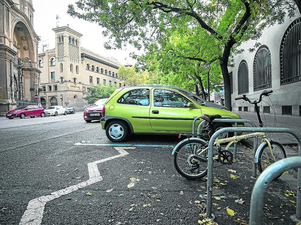 El Consistorio ya ha comenzado a ganar aparcamientos para bicis en espacios de zona azul