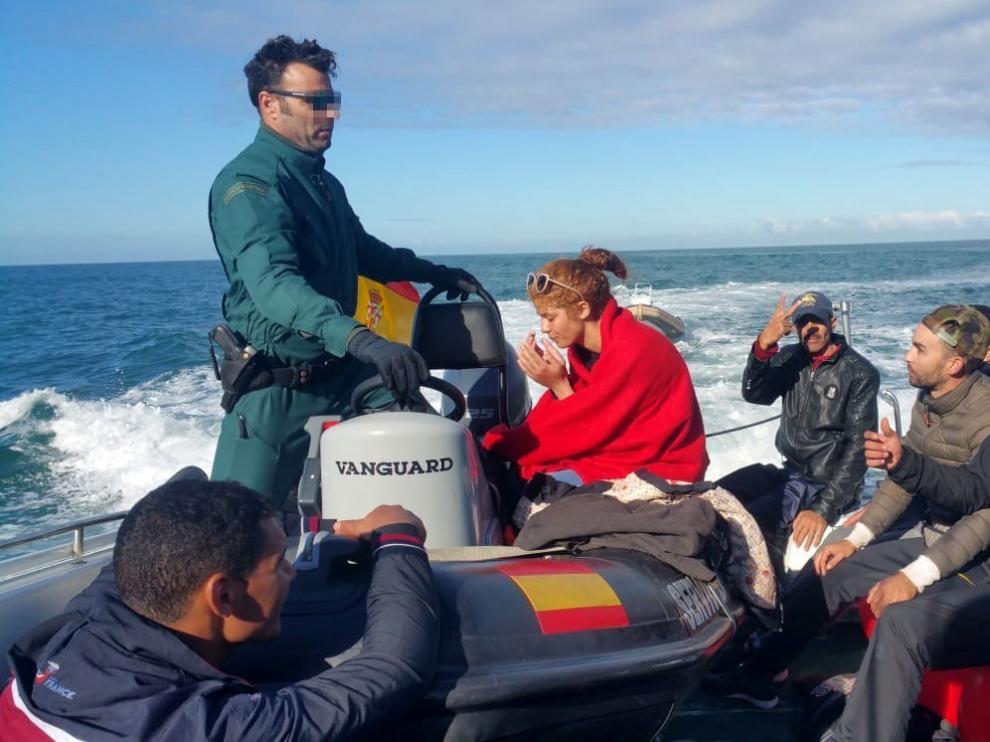 Rescatados 180 inmigrantes.