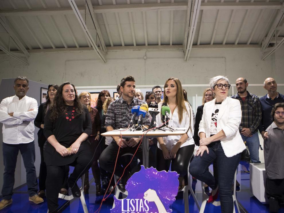 Maru Díaz, con su equipo para las primarias de Podemos-Aragón a las Cortes.