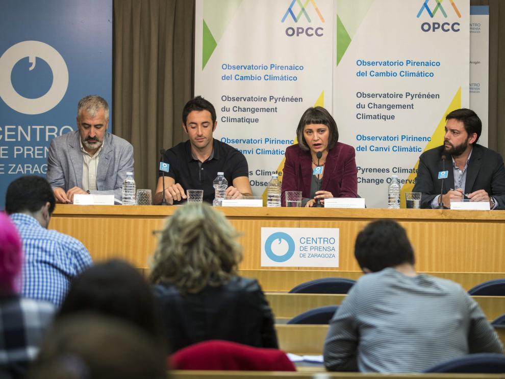 Blas Valero, Juan Terrádez, Idoia Arauzo y Raphael Delpi, ayer, durante la presentación del informe.