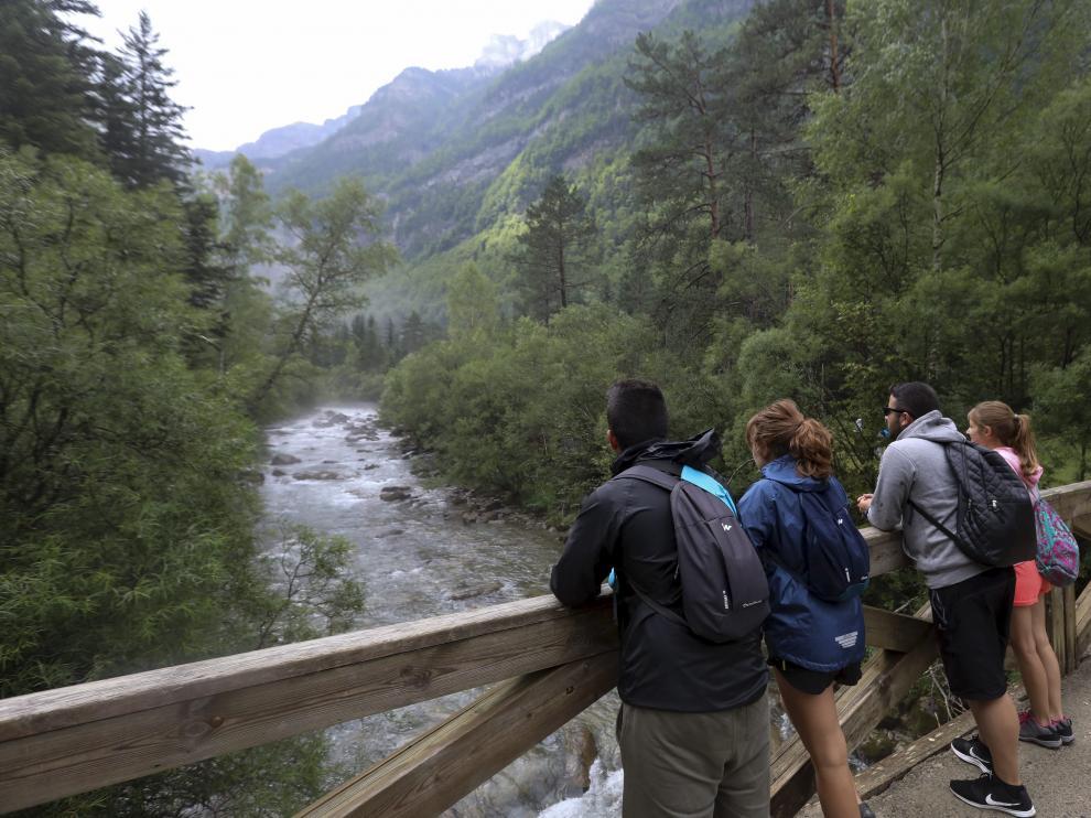 Excursionistas en el Parque de Ordesa.