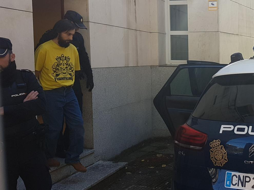 El presunto asesino, Iván Pardo Pena, saliendo este martes de los Juzgados de Jaca
