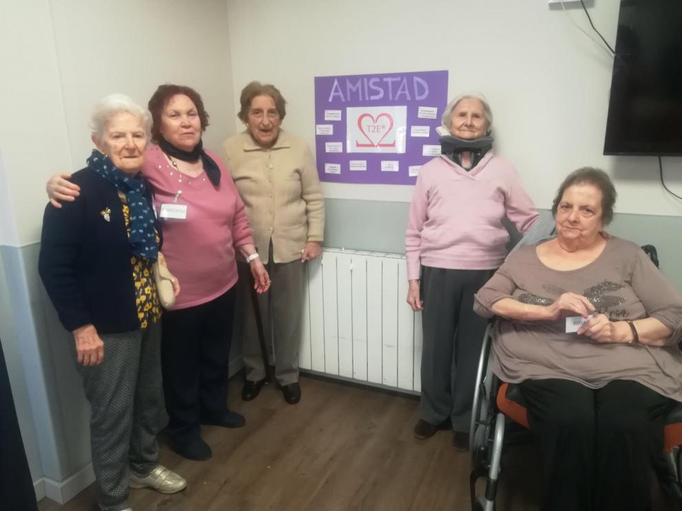 La estimulación emocional, uno de los aspectos que trabajan los residentes en Albertia El Moreral.