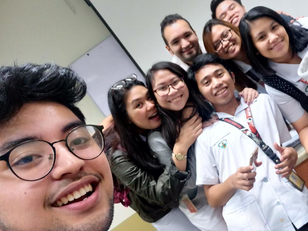Alumnos de la Universidad de Manila que estudian aragonés en Filipinas