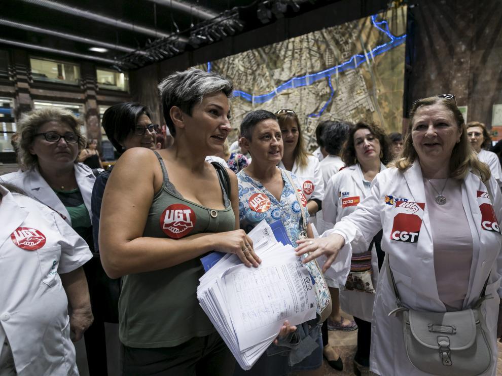 Las trabajadoras del servicio presentaron 2.000 firmas contra los pliegos el pasado septiembre.
