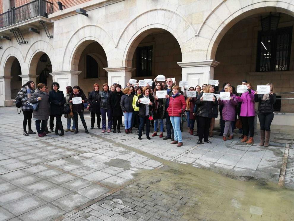 Los trabajadores se han concentrado ante el Palacio de Justicia de Teruel