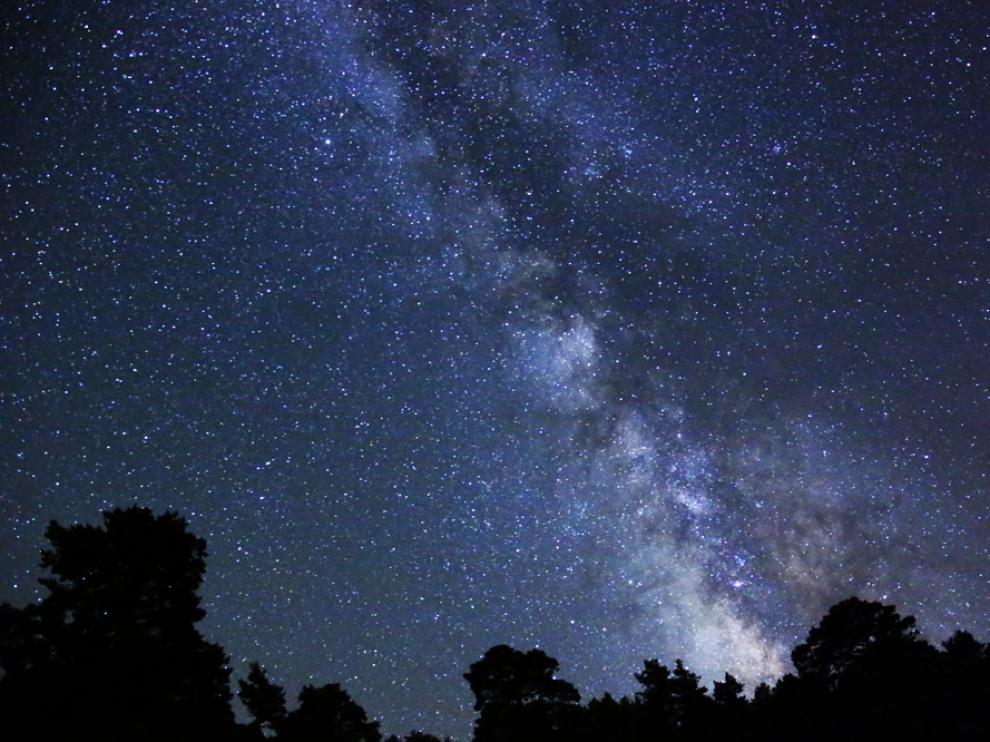El cielo nocturno, visto desde la Sierra de Albarracín.