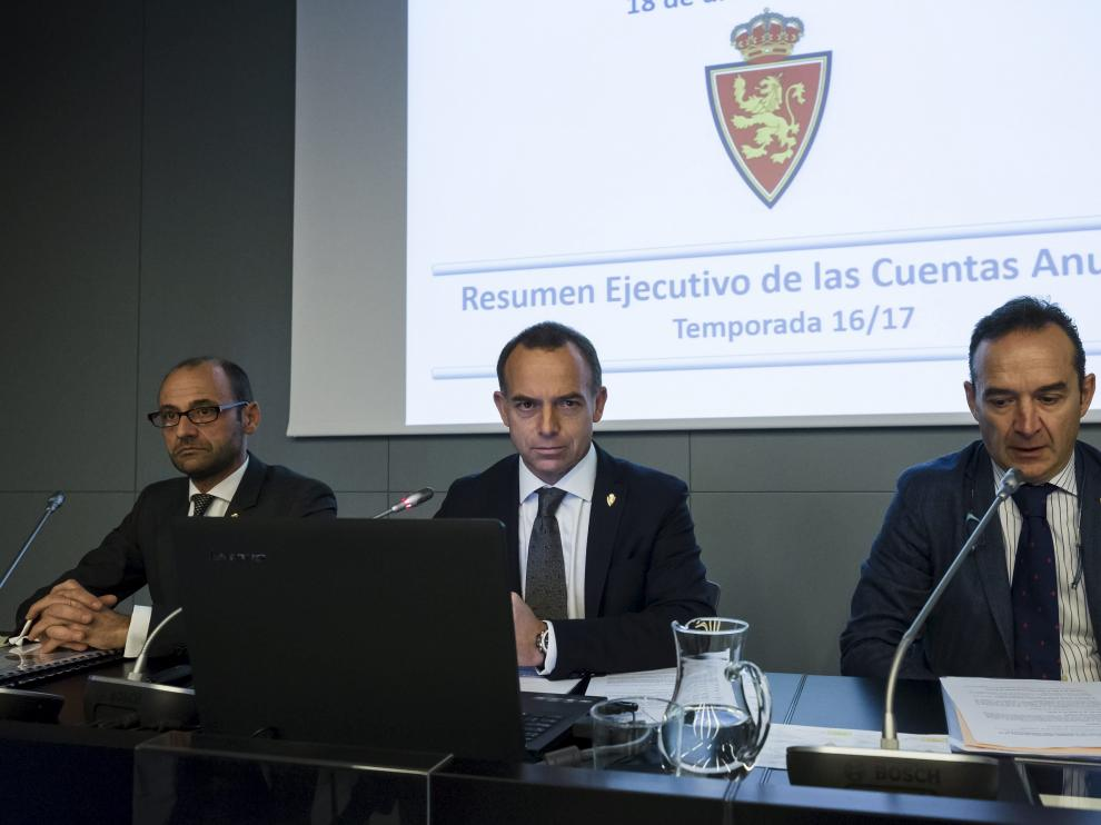 Fernando Rodrigo, Christian Lapetra, y el secretario del consejo, Antonio García Lapuente, en la última Junta de Accionistas.