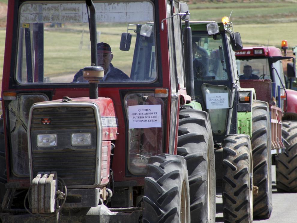 Protesta con tractores de los agricultores aragoneses en 2010.