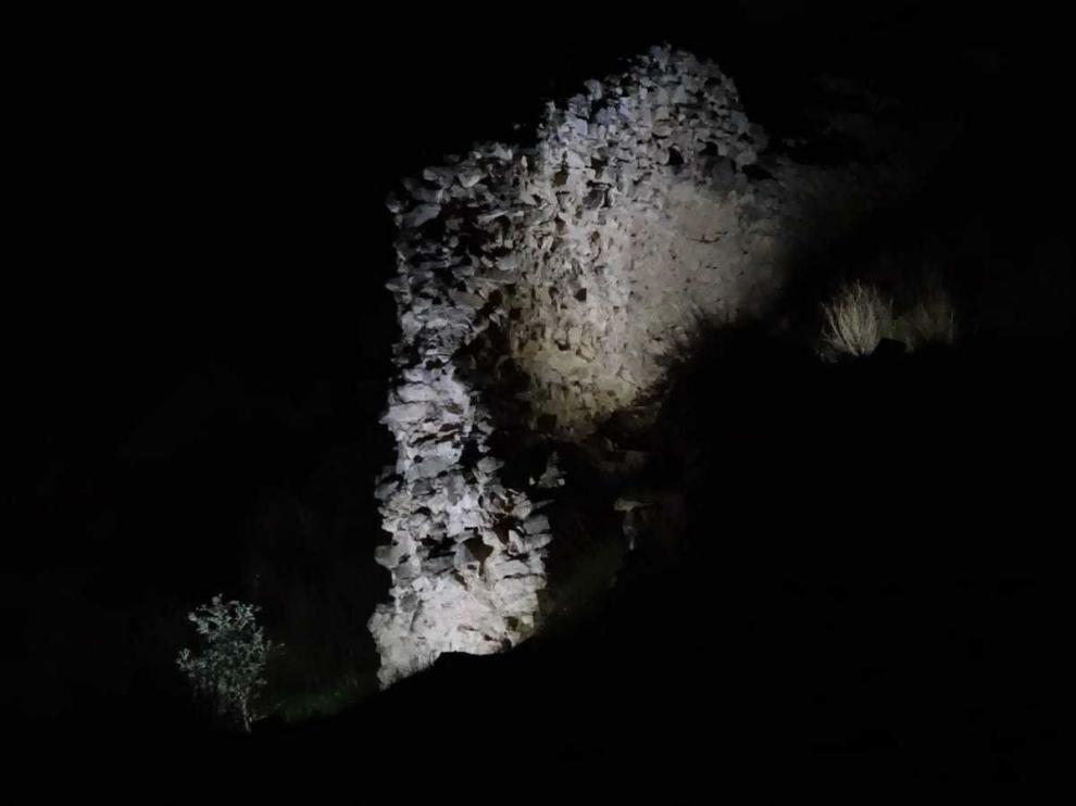 La muralla árabe de Fraga ya se puede ver por la noche.