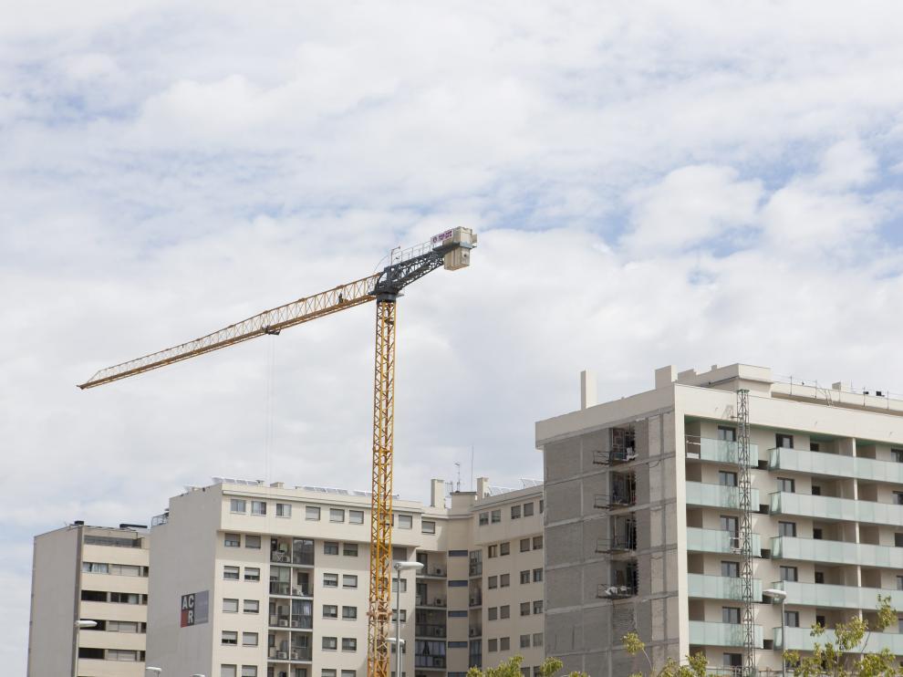 Viviendas en construcción en Zaragoza.