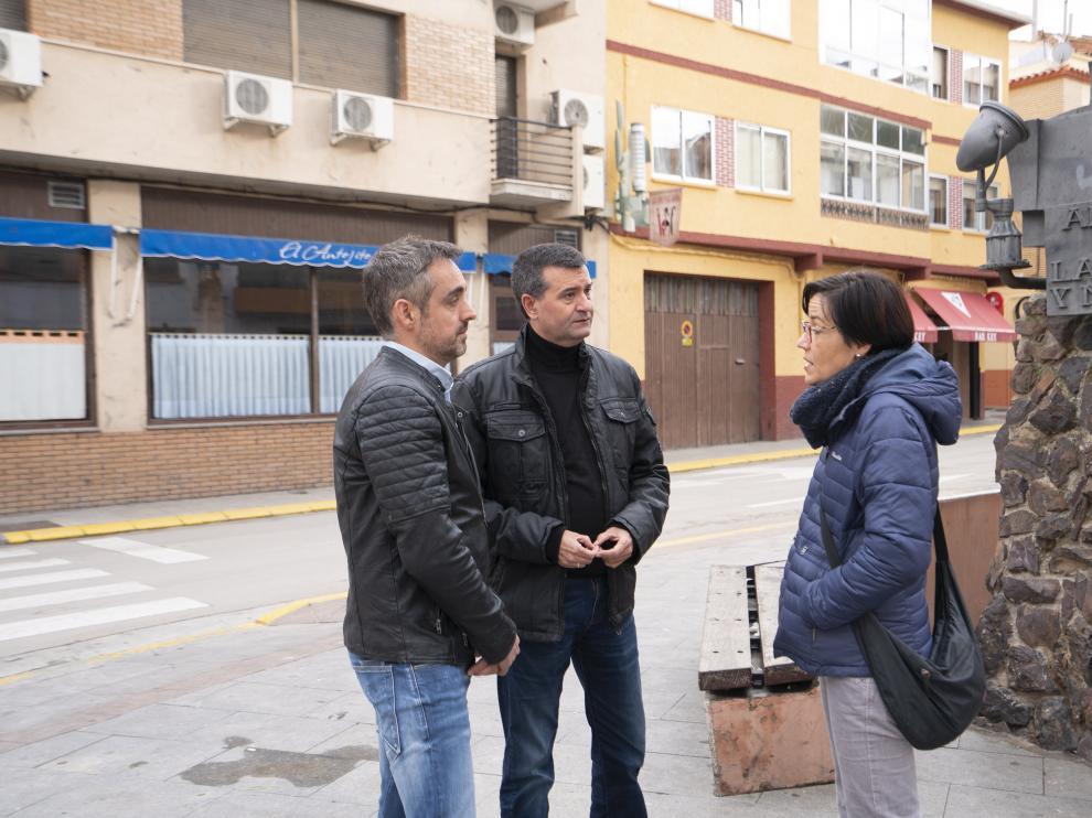 La alcaldesa de Andorra, Sofía Ciércoles con el alcalde de Ariño, Joaquín Noé y Roberto Miguel, presidente de Empresarios Andorra.