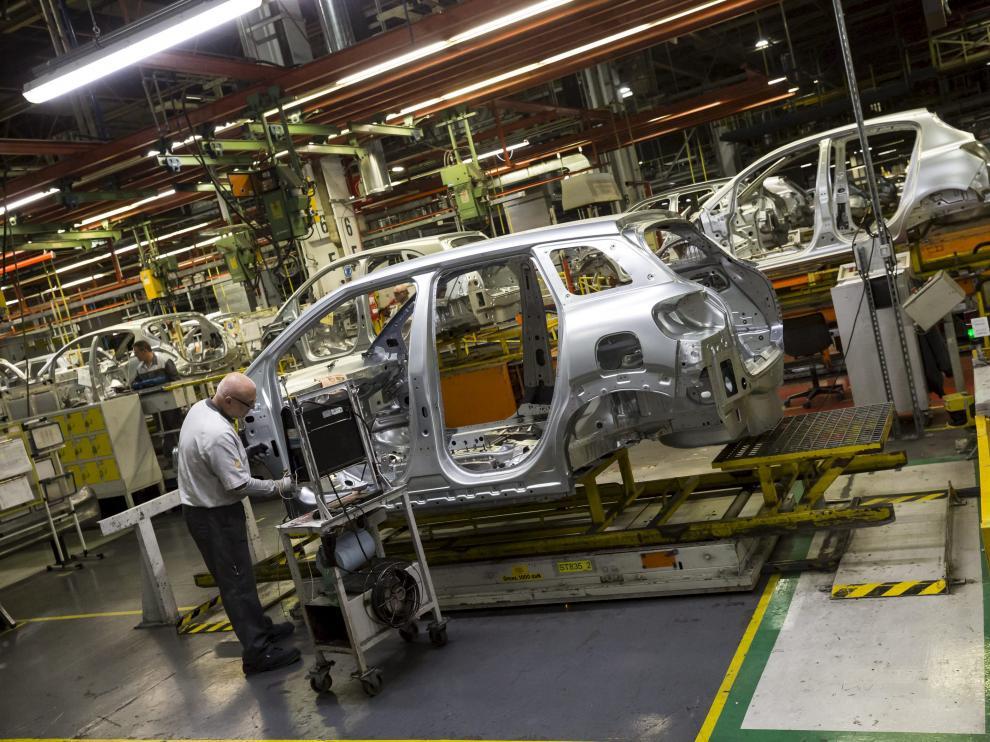 Fábrica en Zaragoza de Opel España, la empresa que más factura en Aragón