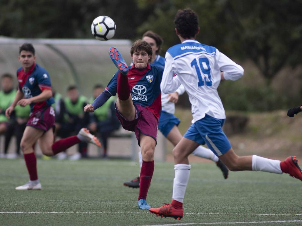 Fútbol. LN Juvenil- Marianistas vs. Huesca.