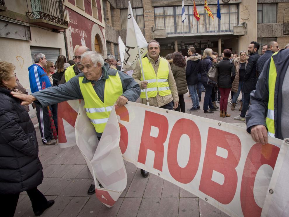 Manifestación en Épila contra la oleada de robos en el municipio.