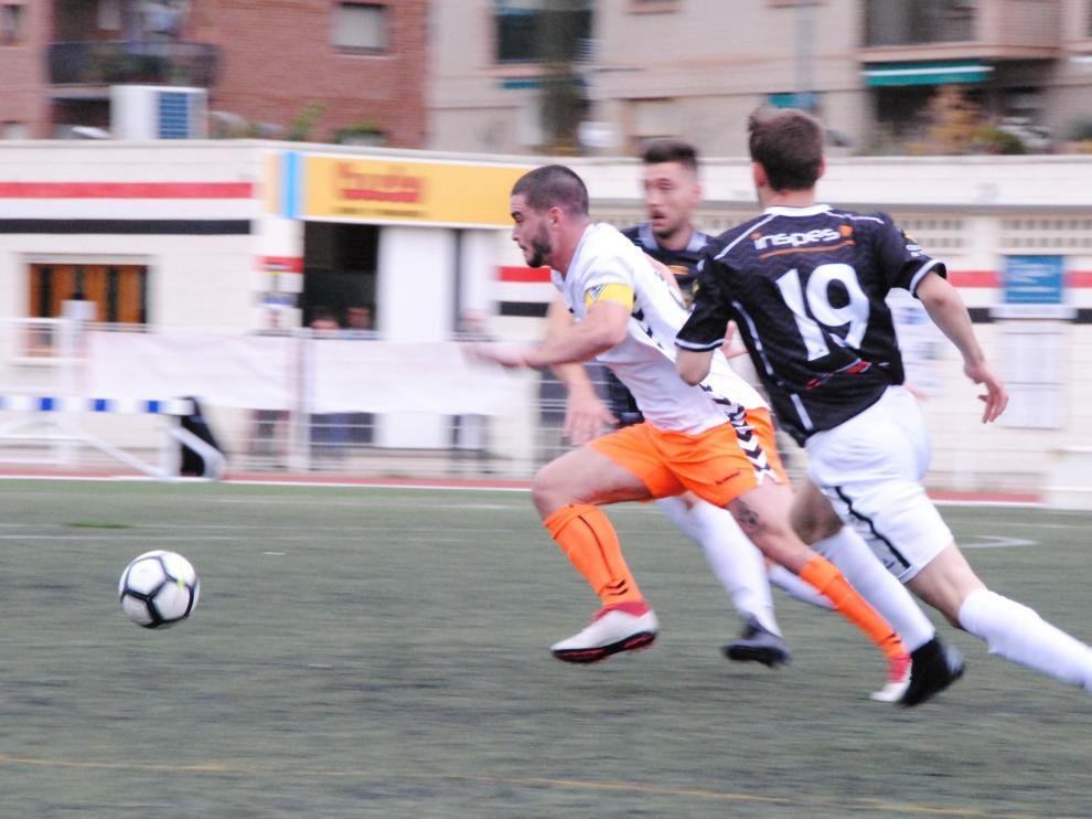 Una acción del partido entre el Alcañiz y Andorra.