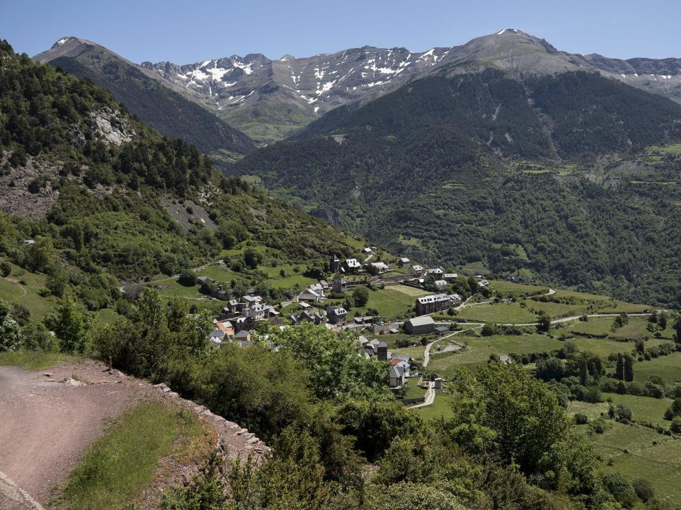 Vista de la localidad de Gistaín, punto de comienzo de esta ruta.