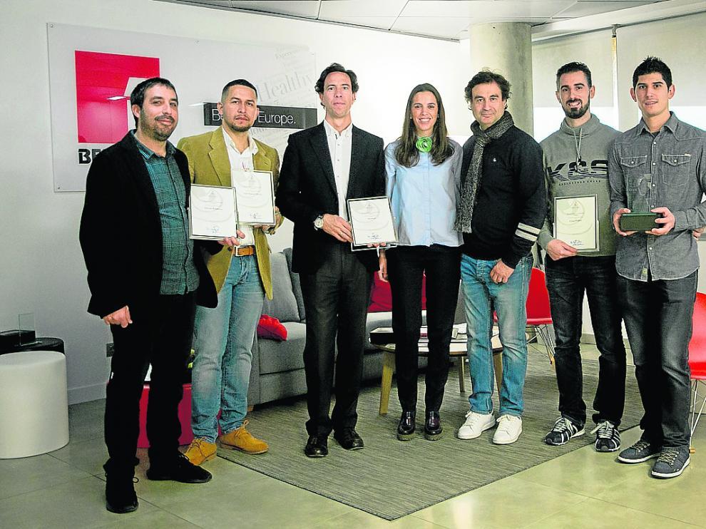 Los premiados, con el cocinero Pepe Rodríguez -tercero por la derecha-.
