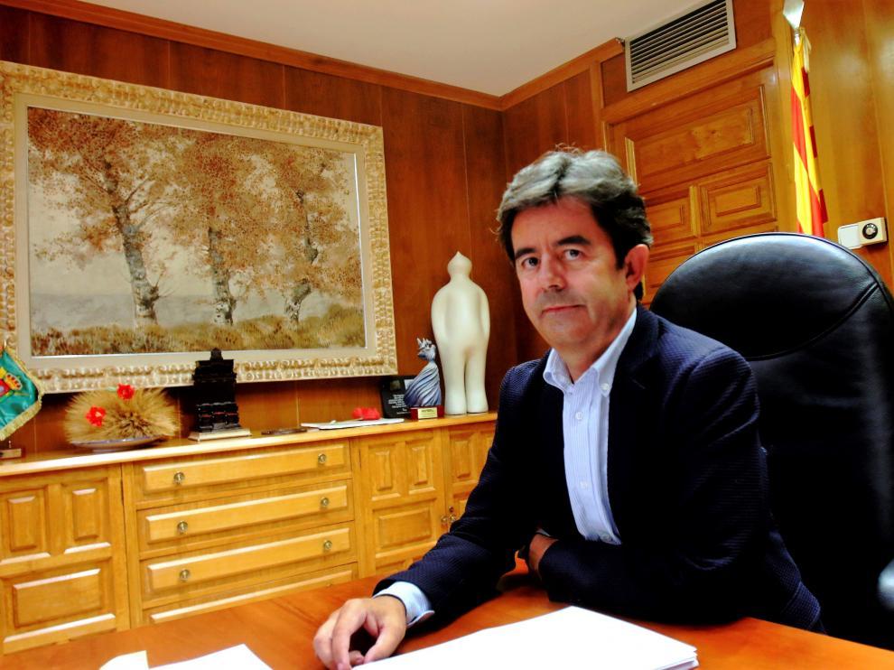 El alcalde de Huesca, Luis Felipe, en su despacho del Ayuntamiento.