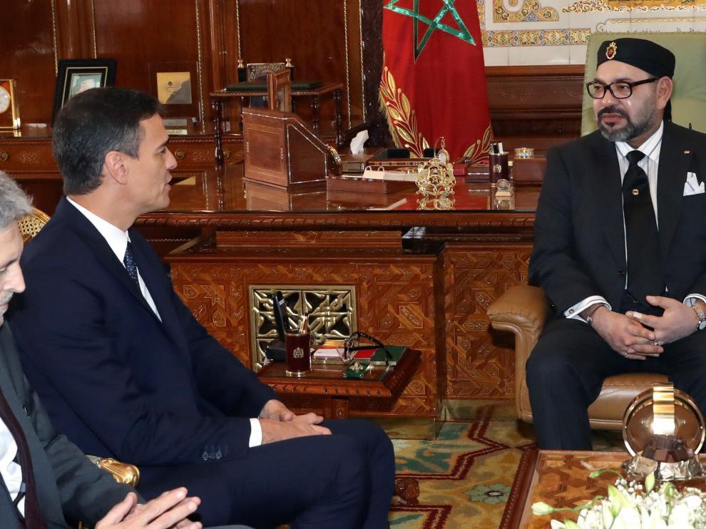 El presidente del Gobierno español, Pedro Sánchez, y el rey Mohamed VI de Marruecos.