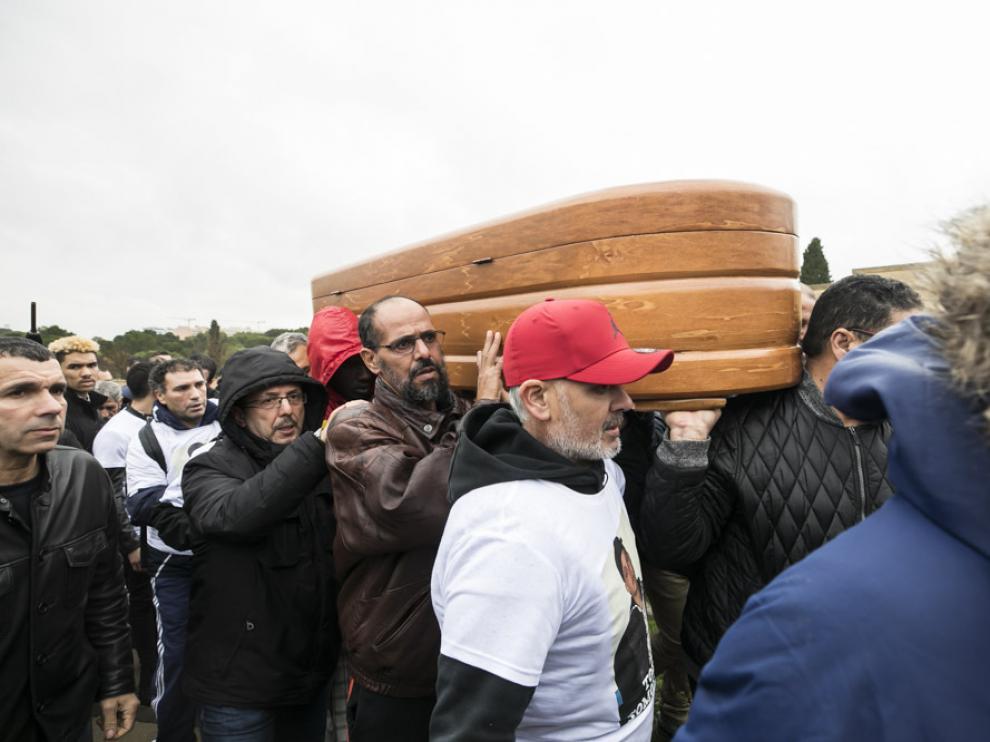 Un millar de personas asisten al entierro de Sami