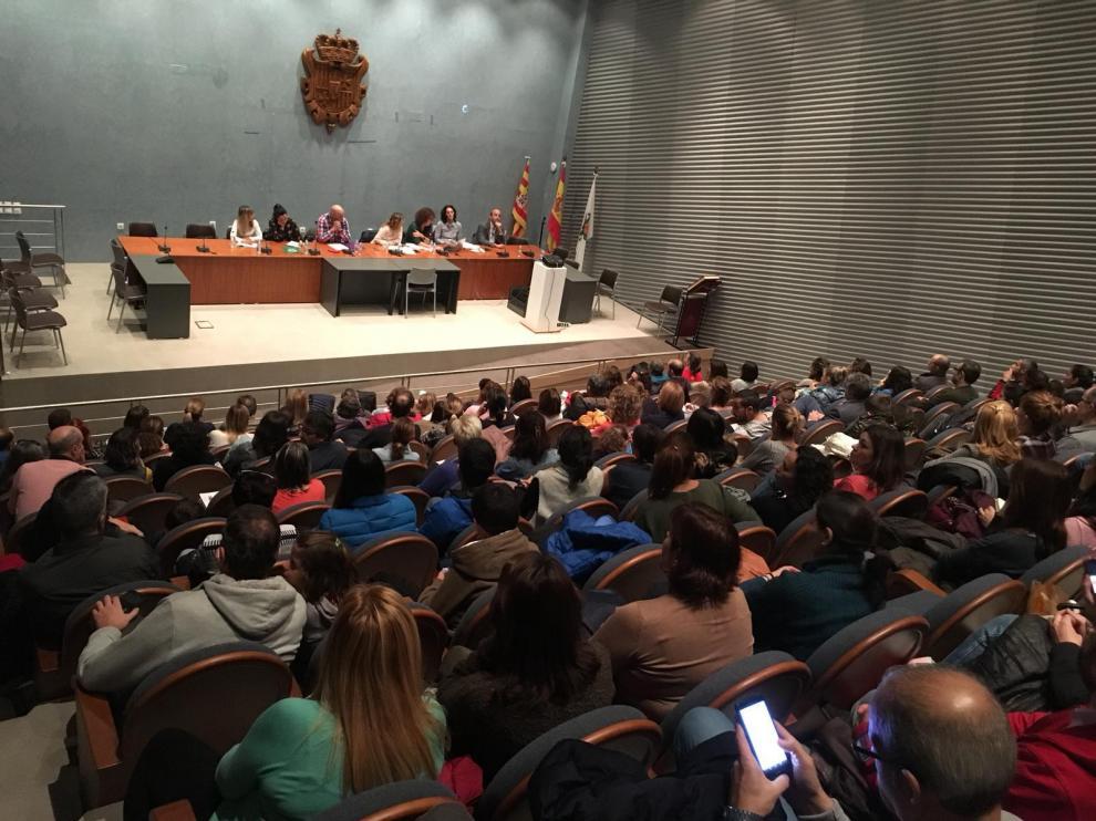 Representantes de las Ampas, durante la reunión celebrada en el salón de plenos de Cuarte.