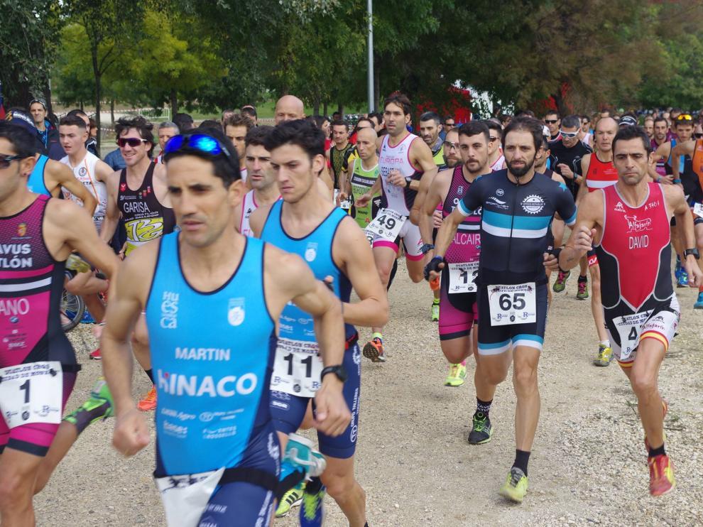 Eliseo Martín, en primer plano, a la carrera de la XXI Copa Aragonesa de Duatlón Cros en Monzón.