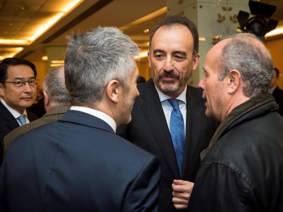 El juez Manuel Marchena saludando a Grande-Marlaska y el socialista Juan Carlos Campo