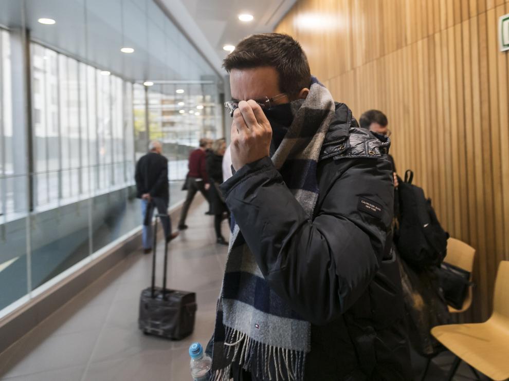 El acusado, en el momento de entrar a la sala de vistas de la Audiencia de Zaragoza.