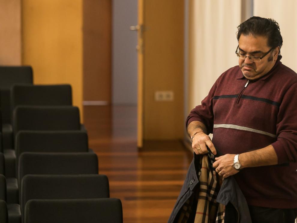 Anselmo Fernández, poco antes de abandonar la sala de la Casa de la Iglesia.