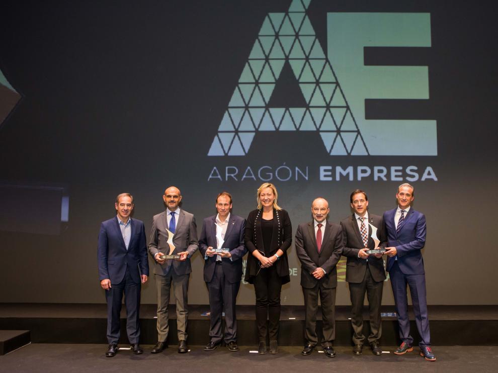 La consejera de Economía, Marta Gastón y el director gerente del IAF, Ramón Tejedor, con los representantes de las empresas ganadoras.