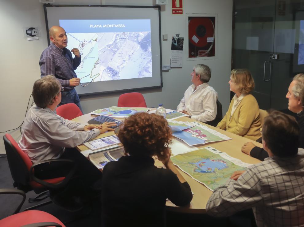 Reunión de presentación del plan por parte de la empresa Pirinea Consultores