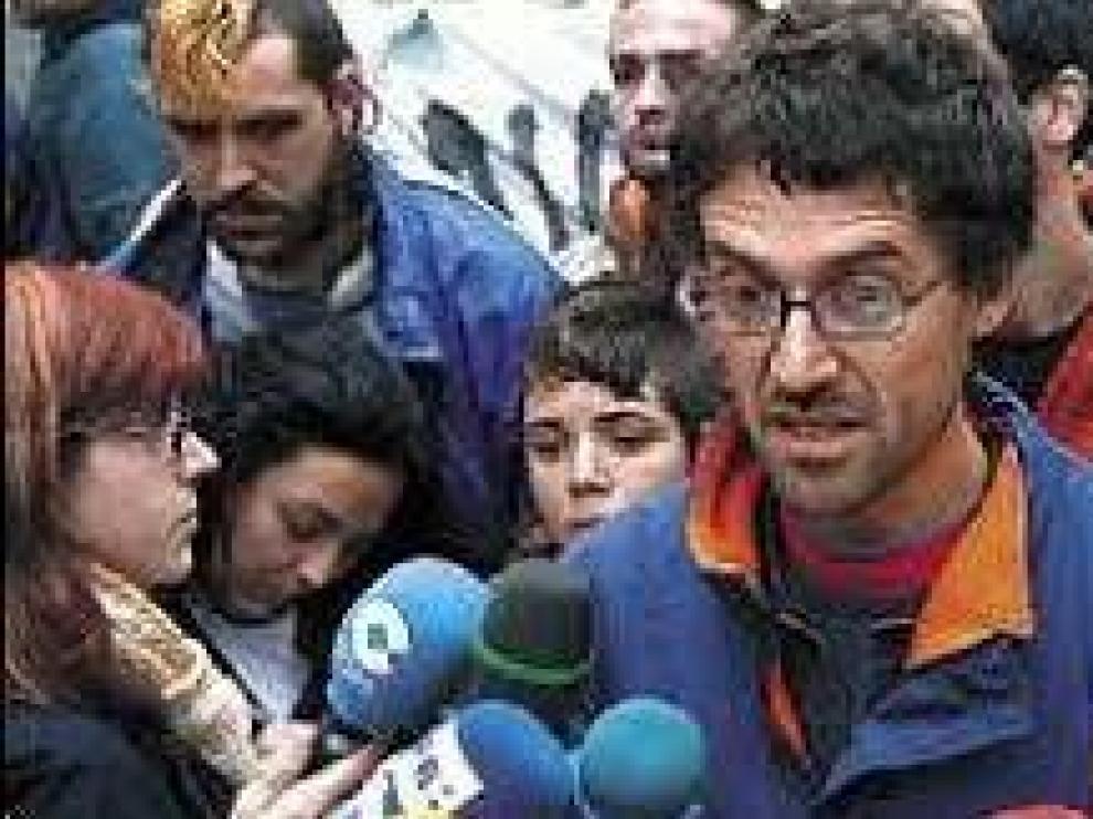Agustín Toranzo, atendiendo a los medios.