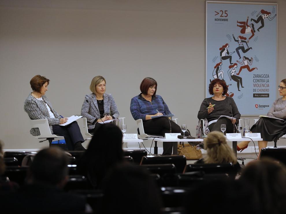 Las participantes en la mesa, Ana Gaspar, Susana Barca, Marta Garú, Rosa Fernández y Zita Hernández.