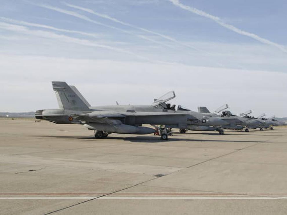 Aviones F-18 en la Base Aérea de Zaragoza