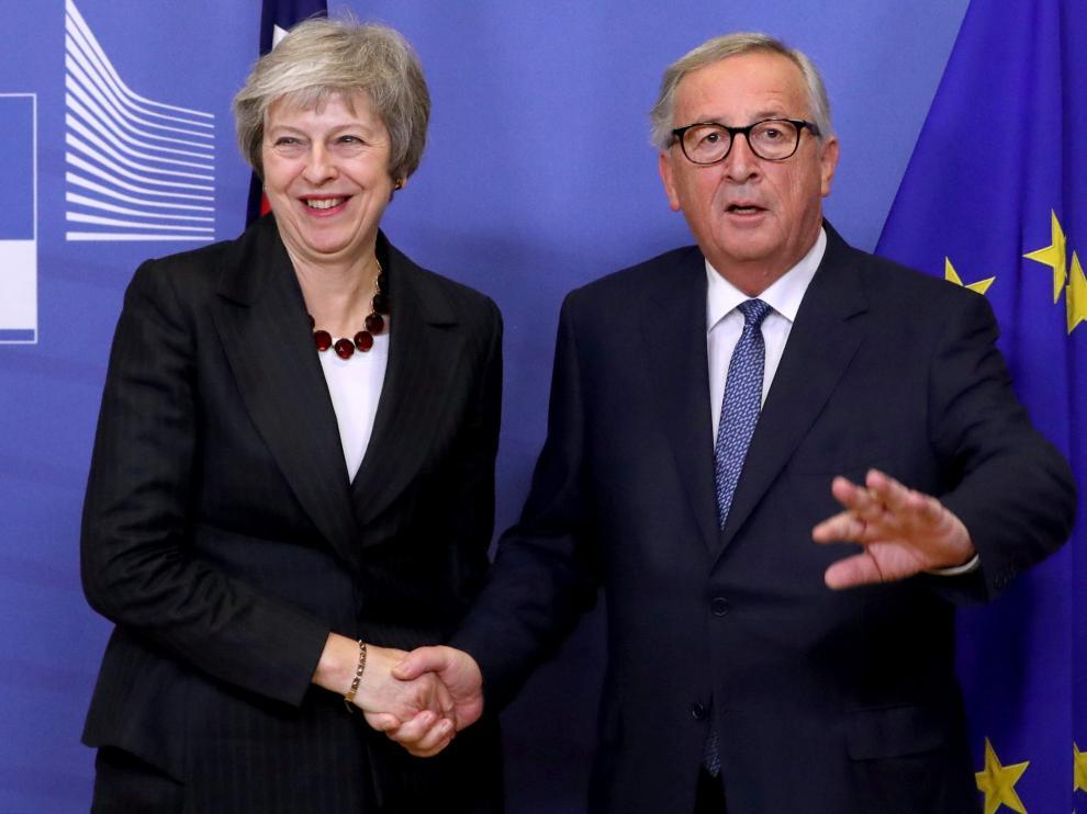 La primera ministra británica, Theresa May y el presidente de la Comisión Europea, Jean Claude Juncker.