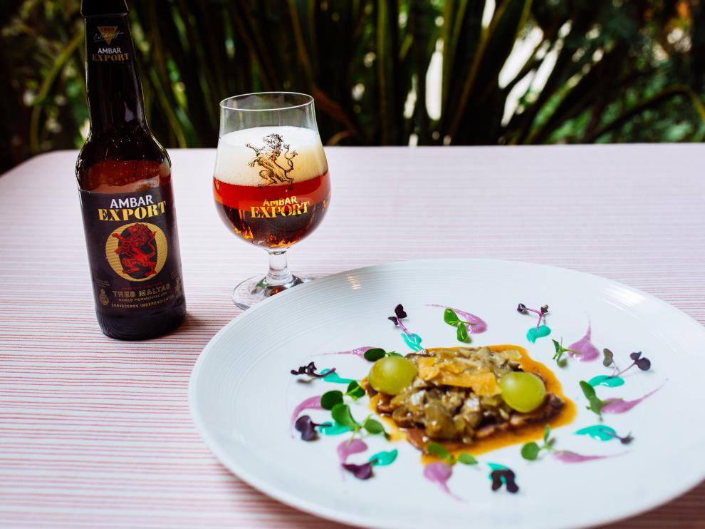 Magret de pato con hongos, uvas y caramelo de piñones y salsa de Oporto y Ambar Centeno, maridado con Ambar Export.