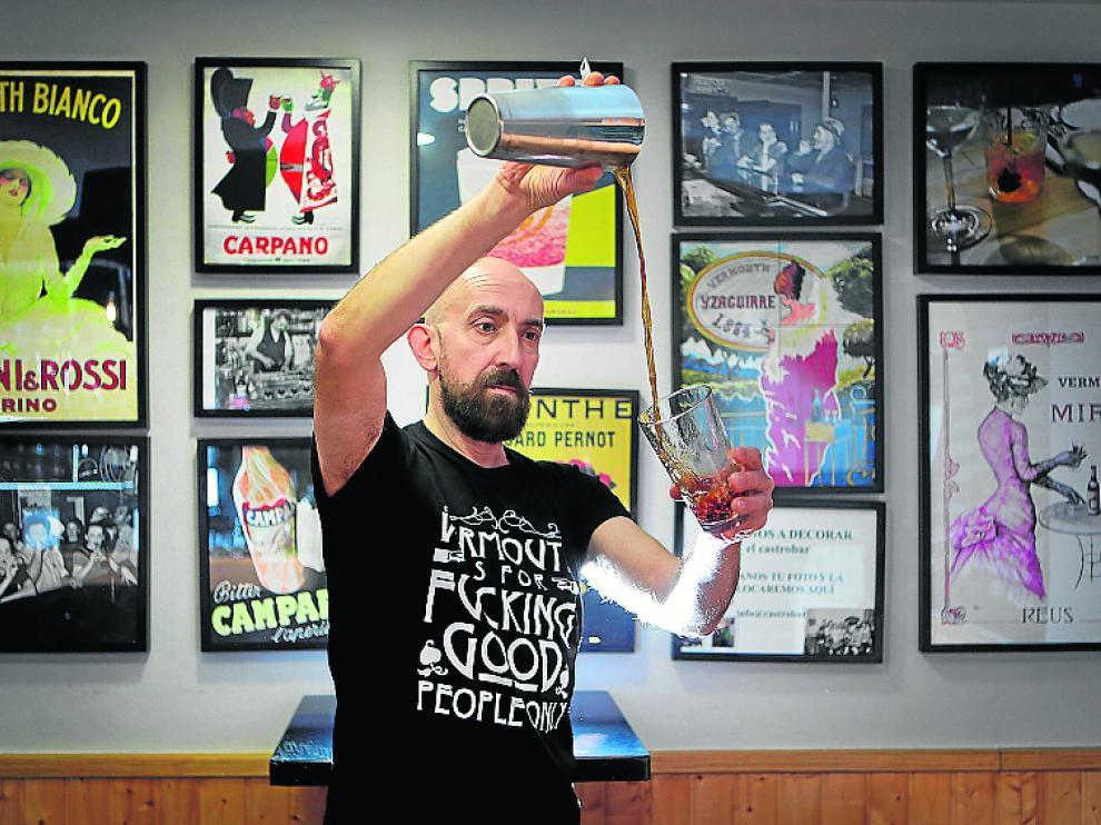 Antonio Castro es el dueño de la vermutería Castrobar.