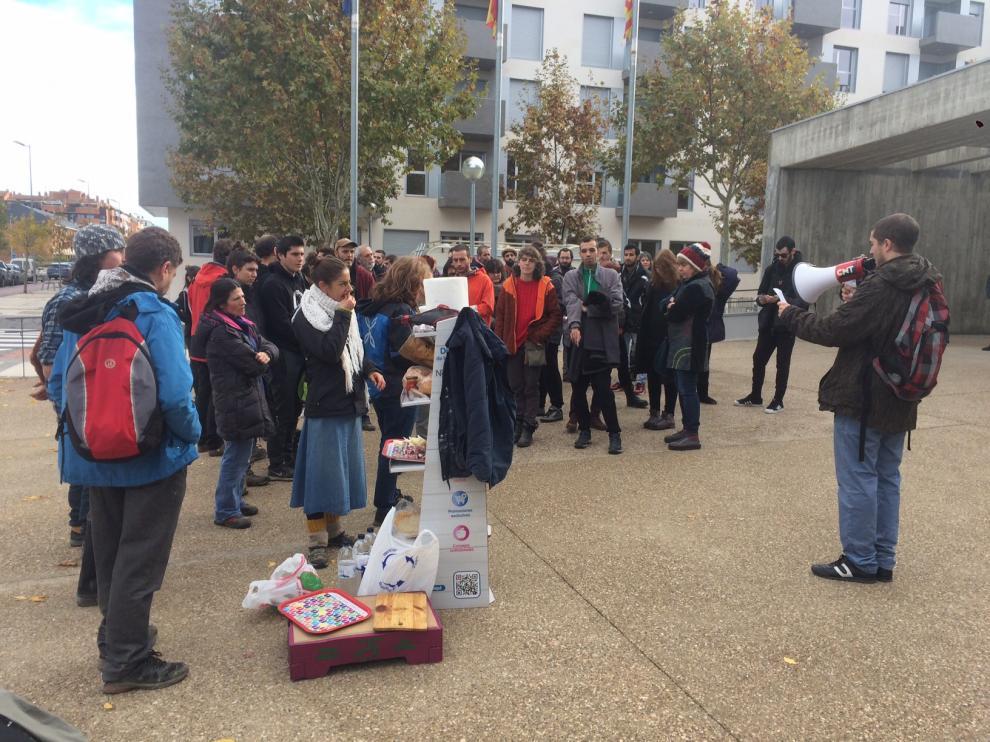 Concentración a las puertas del Palacio de Justicia en apoyo a las dos denunciadas