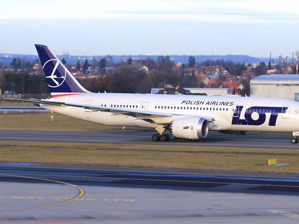 Un avión de la compañía polaca POL