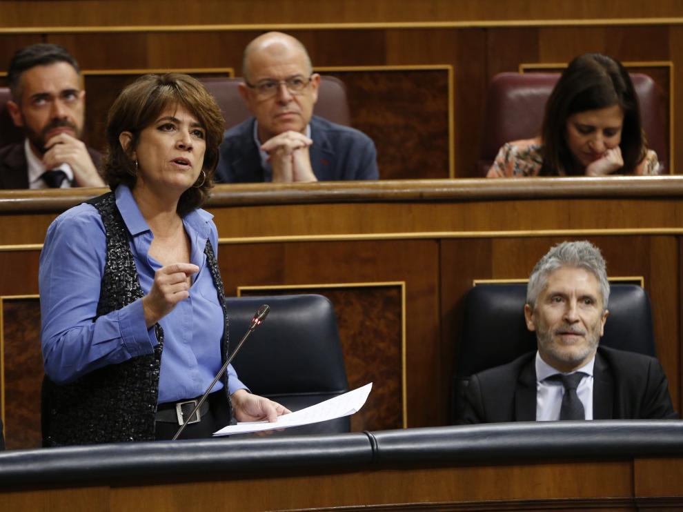 La ministra de Justicia, Dolores Delgado, y el ministro del Interior, Fernando Grande-Marlaska durante la sesión de control.