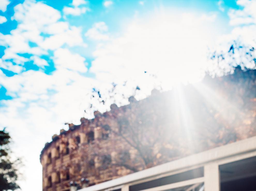 Sorbete de Ambar Radler, decorado con 'twist' y ralladura de limón y coronado con hojas de menta fresca, de Torre Plaza.