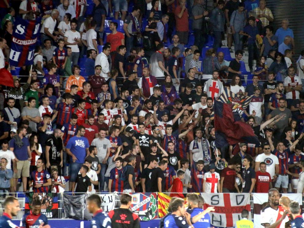 Aspecto de la grada de El Alcoraz en el partido SD Huesca-Rayo Vallecano.